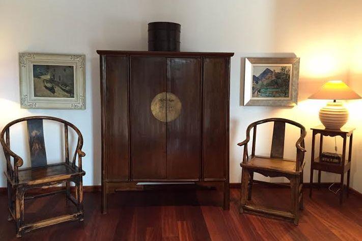 Mueble de novia y sillas